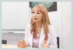 美人女医タレントX脇坂英理子
